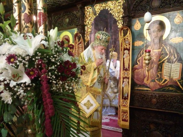 biserica-slujba-liturghie-icoana-mantuitorului-iisus-hristos