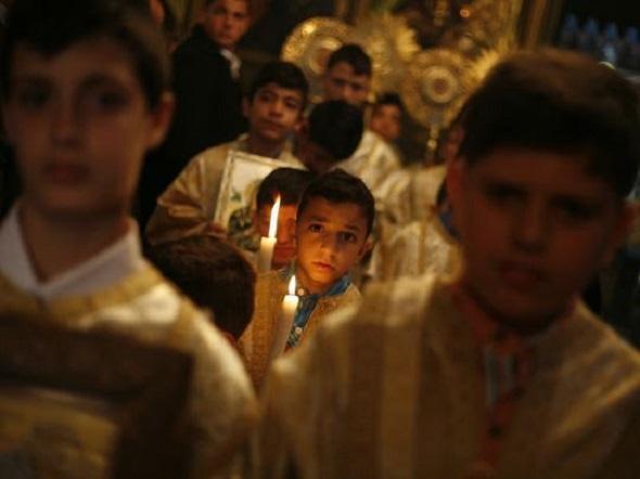 copii-biserica-lumanare