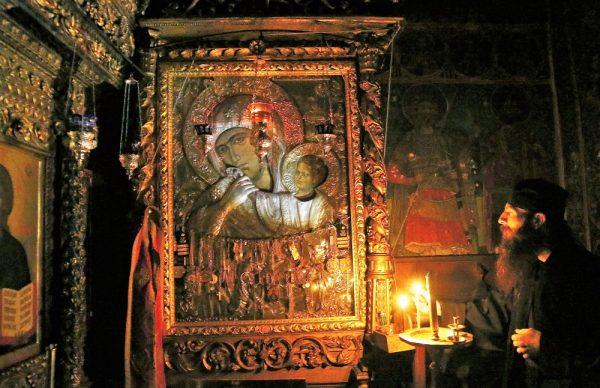 icoana-ortodoxa-maica-domnului-calugar-monah-biserica
