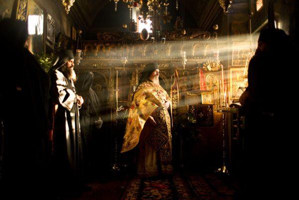 MOUNT-ATHOS-liturghie-calugari-preoti-monahi