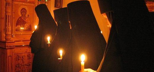 maica-domnului-monahii-calugarite-biserica-lumanari