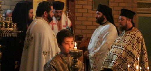 biserica-calugari-preoti-credinciosi