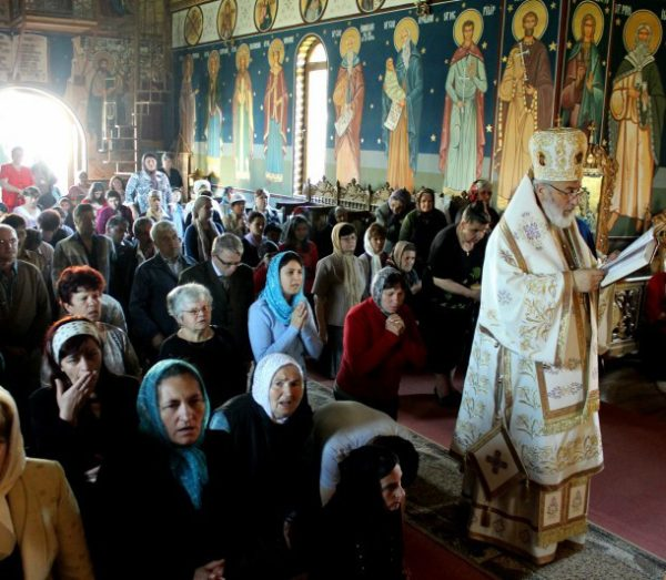 liturghie-ghenunchi-biserica-rugaciune
