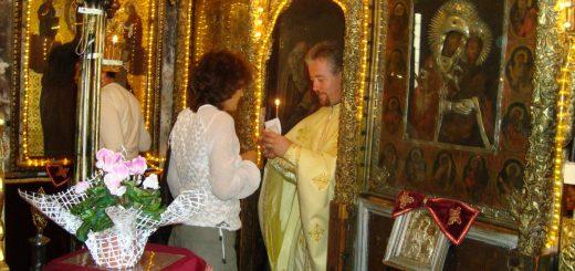 pomelnic-biserica-femeie-preot-altar