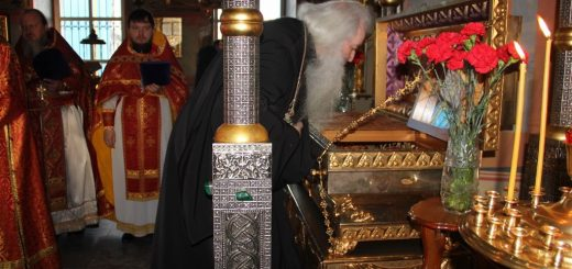 preot-calugar-monah-biserica-moaste