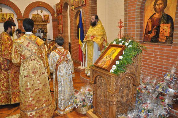 biserica-preot-copii-sfanta-liturghie