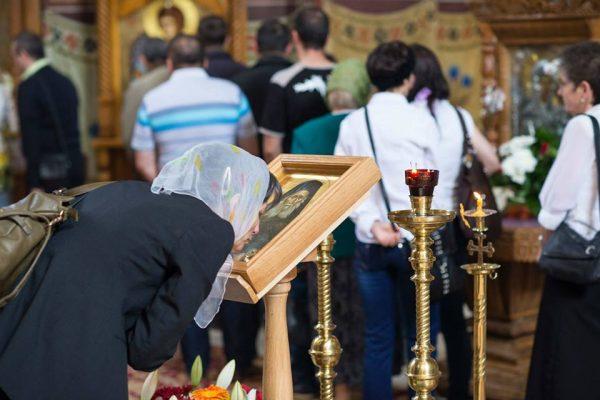 saruta-icoana-femeie-rugaciune