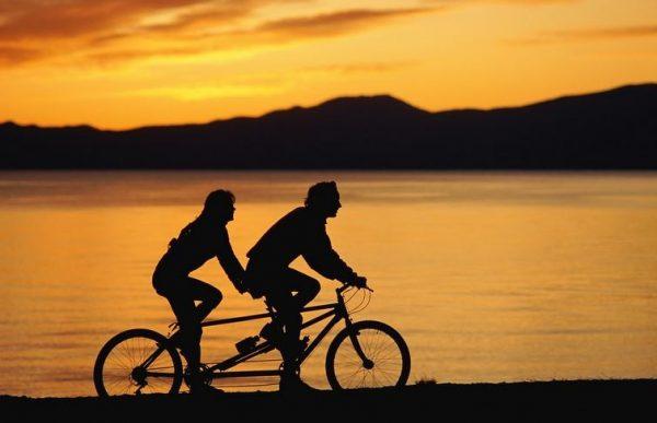 bicicleta-dubla-barbat-femeie