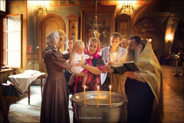 botez-copil-biserica