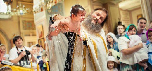 botez-copil-preot-biserica