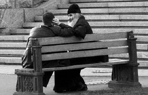 preot-calugar-baiat-tanar-spovedanie-banca-scaun