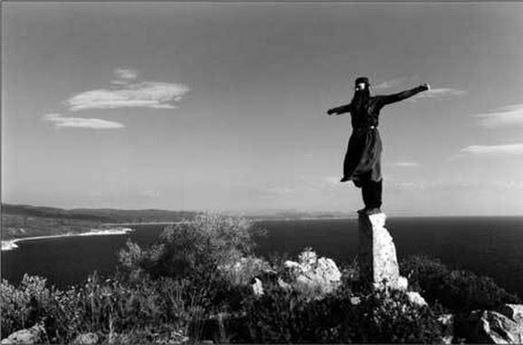 preot-calugar-cruce-campie