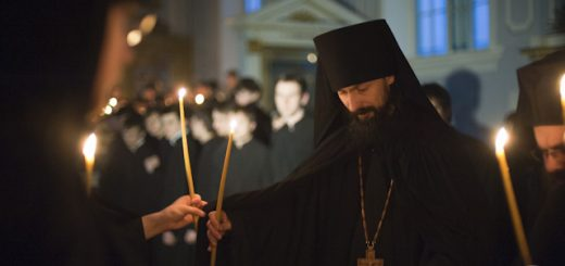 preot-calugar-monah-biserica-lumanari