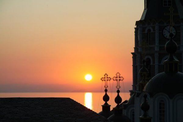 soare-cruce-mare-biserica-manastire