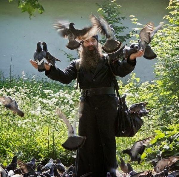 parinte_porumbei-preot-calugar-monah