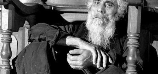monahul-trifon-din-karyes-paracliser-la-protaton-foto-pavlos-mylonas-1967-in