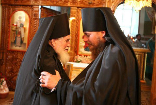 calugari-preoti-monahi-biserica-iubirea-aproapelui
