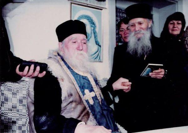 staretul-tadei-intalnire-cu-pr-cleopa-la-sihastria-1995-1