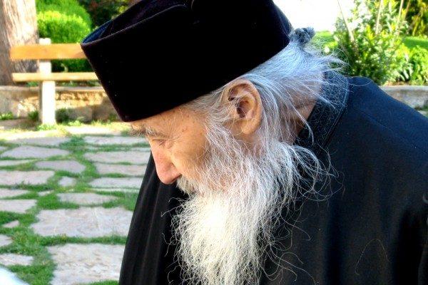 parintele-petroniu-calugar-preot-monah