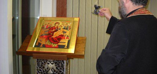 preot-tamaie-rugaciune-icoana-maica-domnului