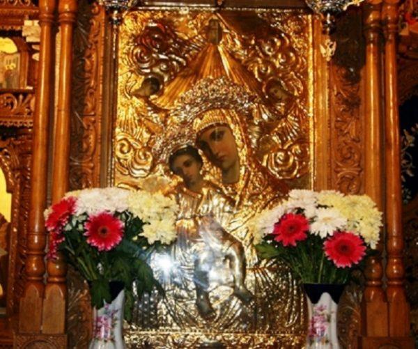 Imagini pentru Icoana cu mir de la mănăstirea Hadâmbu